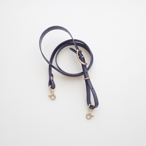 『ブラックヌメ革のショルダーストラップ』斜め掛けショルダー、肩掛けに長さ調節可能
