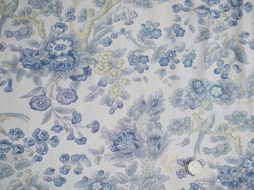 Moda Regency Somerset Blues 薄いベージュ地にブル―グレーの大きなお花