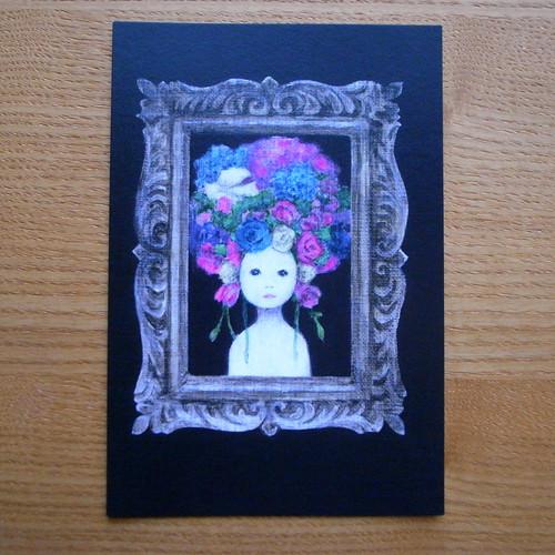 ポストカード 花飾りの女性