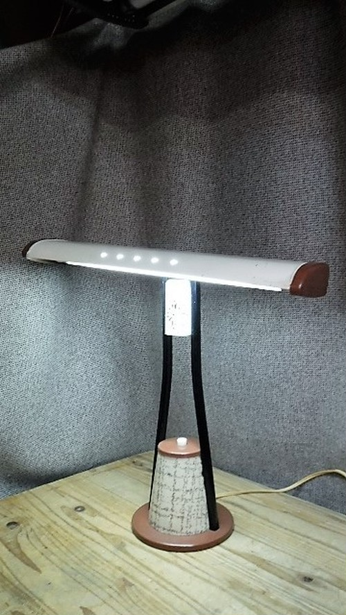 三菱 レトロなデスクライト(0124305S100)