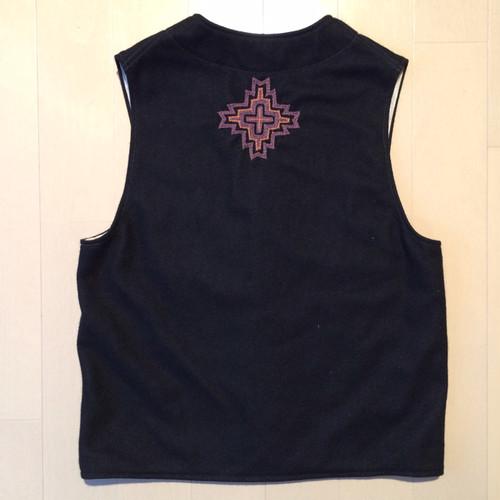 Embroidery wool vest / Medium / Black