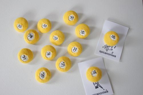 spica.g 顔のブローチ・22mm ・yellow