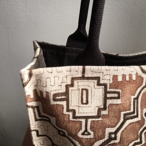 泥染め帆布大型バッグ 四角い茶色  アマゾン・シピボ族の泥染め