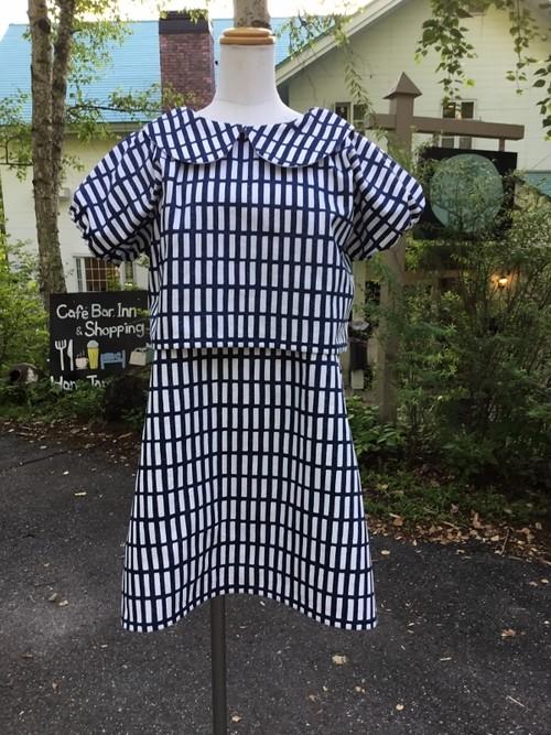 【特別セール】クロップ&ミニスカート 北欧格子柄のスタイリッシュな丸襟セットアップ(濃い青)。一点もの。ツーピース
