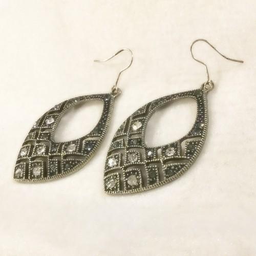 vintage pierce -black silver-