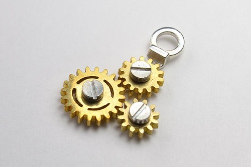 GEAR NECKLACE3