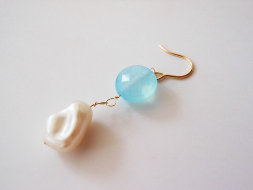 ◇sea blue chalcedony/freshwater pearl◇14kgf「mermaid」ピアス