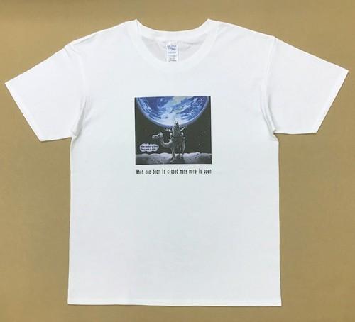 Jean-Pierre Anpontan アートプリントTシャツ「ドアはたくさん開いている①」白Tシャツにオリジナルアート+ロゴ メンズ レディス キッズ