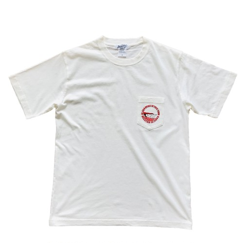 Mountain sign board letters pocket tee / White