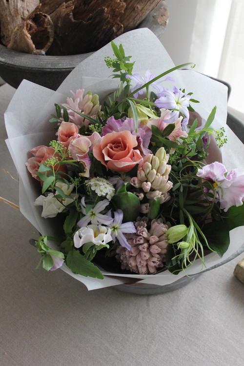 お花はラドゥース任せ〜季節の花束 S