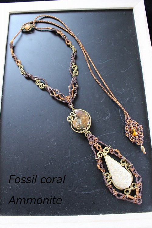 Fossilcoral Ammonite brass wire macrame necklace
