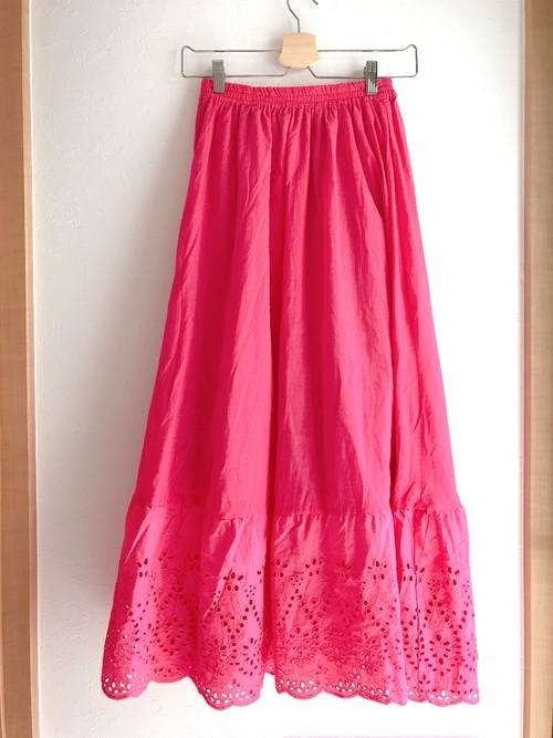 裾パンチングレースのコットンロングスカート ピンク