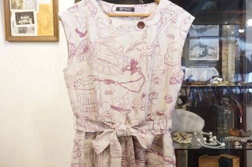 perfumes drawing printed sleeveless Dress