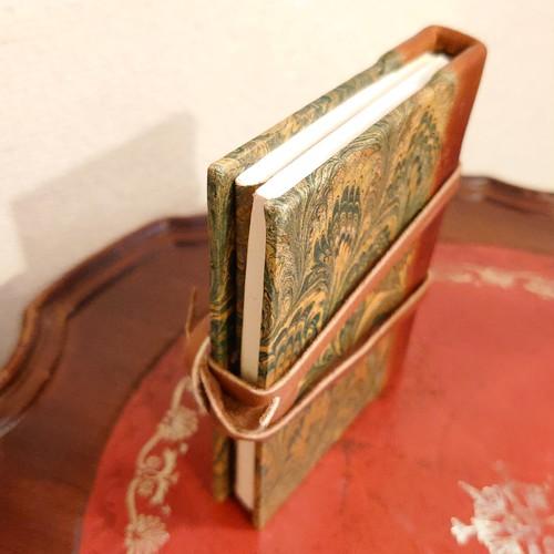 豆ノート イタリア製 革と手染めマーブリングの職人技 デットストック傷あり
