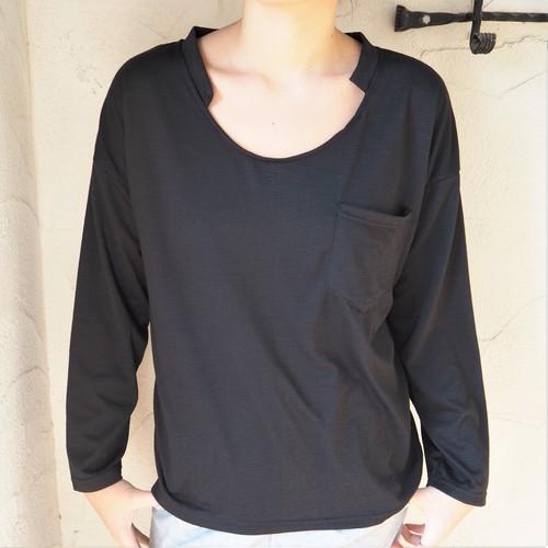 Designed-neck Pocket Tee《BLACK》