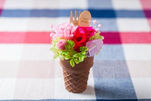 【母の日フラワーギフト・プレゼント】アイスクリームプリザ(ピンクプリザーブドフラワー)
