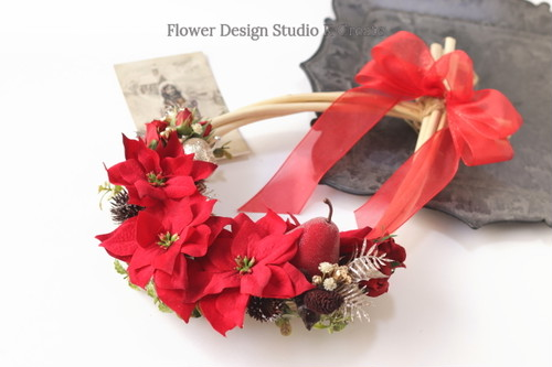 赤いポインセチアと洋梨のクリスマスリース クリスマス 洋梨 薔薇 玄関リース