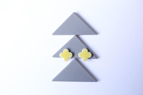088岐阜県伝統美濃焼多治見四つ葉タイルピアス(イヤリング)
