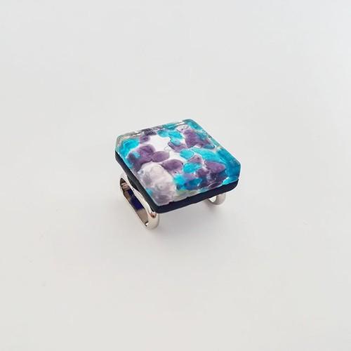 ベネチアングラスの帯留め(淡い紫×水色)