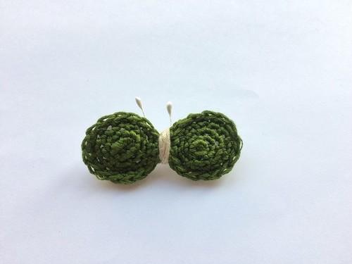 手編み*ちょうちょブローチ(カーキ)