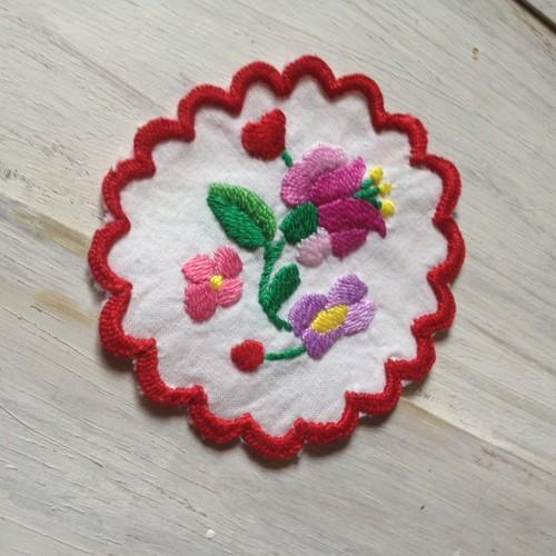 ハンガリー カロチャ手刺繍のアンティーク刺繍ドイリー s