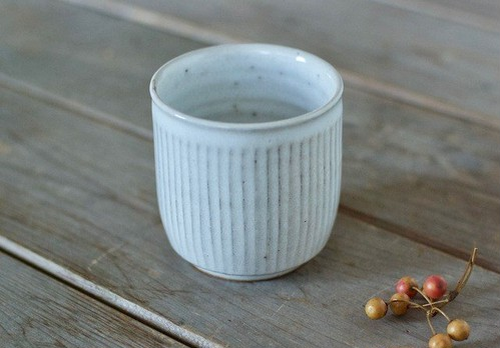 白釉湯のみ(鎬)