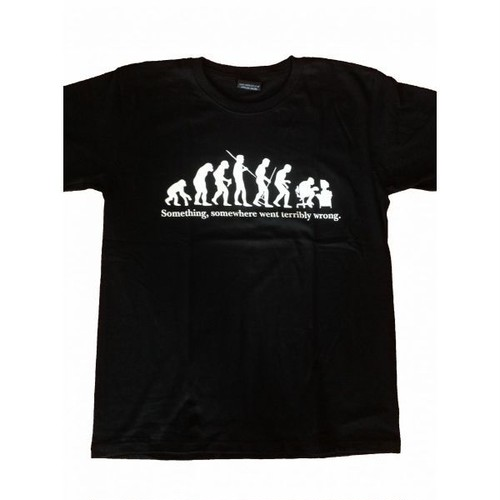 SOMETHING, SOMEWHERE WENT TERRIBLY WRONG パロディ・プリント Tシャツ