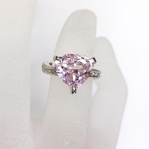 モルガナイトウェーブリング K18WG×モルガナイト×ダイヤモンド