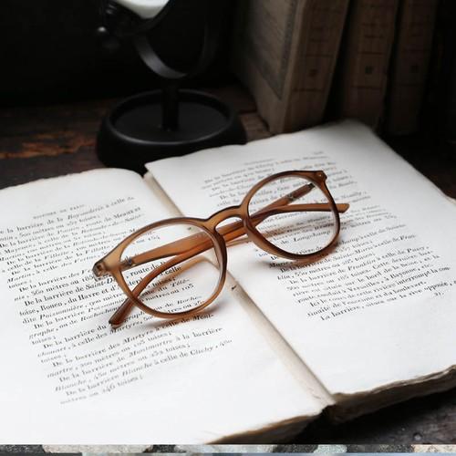 【残りわずかになりました】サロンワーク用手元グラス(老眼鏡) ボストン マット仕上げクリアブラウン