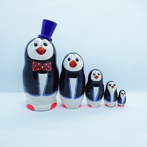 再入荷【ロシア】 帽子をかぶったペンギンのマトリョーシカ (青) 12.5cm