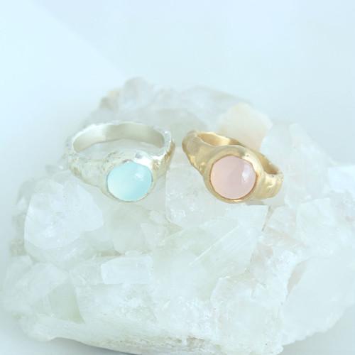 Ring / Pale Gemstone