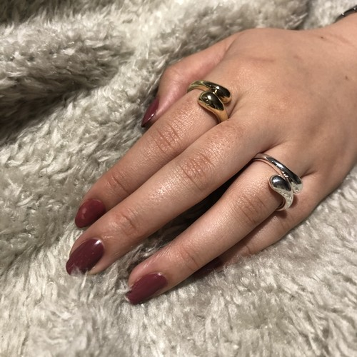 curved fashion ring