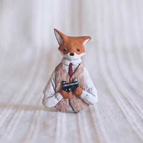 受注制作 ブローチ  セルフィーフォックス   (Pin resin brooch  Selfie Fox)