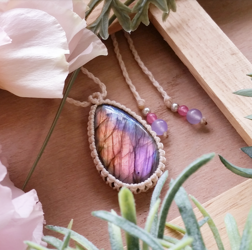 *Flower Petal* Labradorite Macrame Necklace