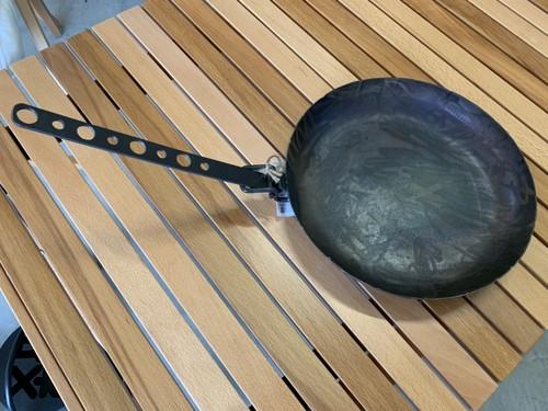 石川県の鉄職人が作った取っ手が取れるフライパン