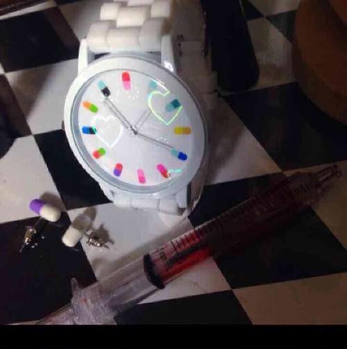 おくすり腕時計