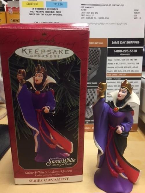 【並行輸入品】ホールマークオーナメント 白雪姫 魔女 アメリカン雑貨 輸入品 インポート品 限定数量  ディズニー