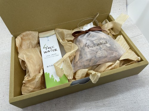 TREEWATER 微芳香蒸留水とサシェのギフトボックス