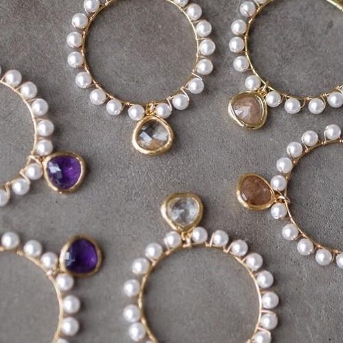 pearl hoop stone earrings/pierce