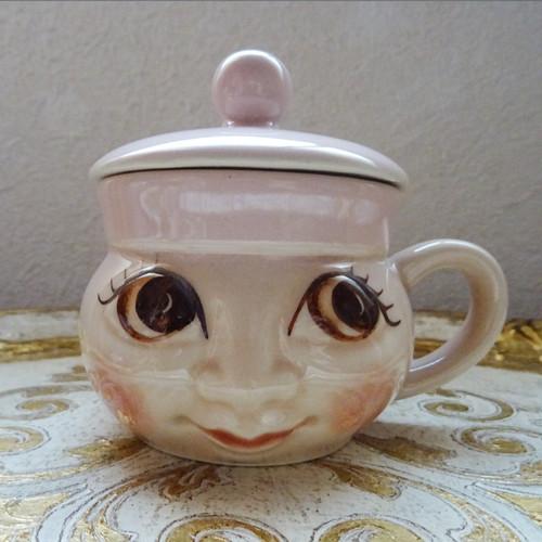 チェコスロバキア DITMAR URBACH社 顔型ふた付マグカップ / ベビーピンク