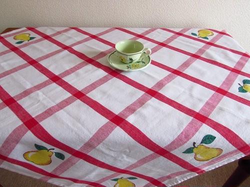 【フルーツピクニック】赤の格子柄x洋梨のプリント テーブルクロス/ヴィンテージ・ドイツ