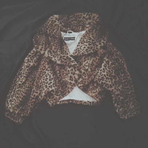 USED VINTAGE / IMITATION FUR LEOPARD BOLERO COAT.