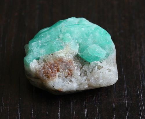 エメラルド 原石  14,7g ED015 ベリル 緑柱石