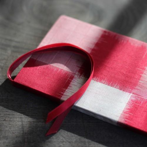 紅赤と白の市松模様の銘仙