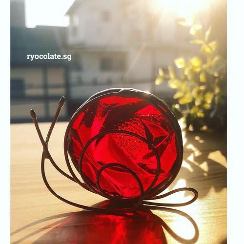 大カタツムリさん♡バラ柄赤いガラス インテリア