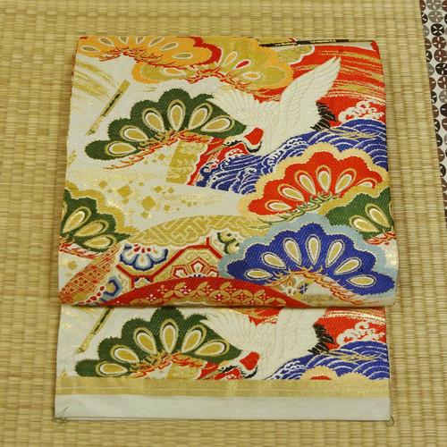 アイボリーに鶴や花々 アンティーク丸帯