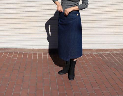 大人シルエットのラップデニムスカート