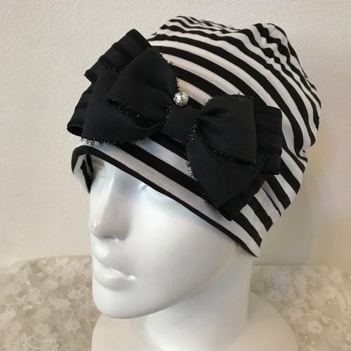 キラキラボールとキラキラフリンジリボンのケア帽子 黒白ボーダー