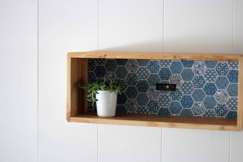 KOTAオリジナル 和柄箱型飾り棚(和柄ブルー)棚板 壁収納 和柄 国産 木 杉 ハンドメイド 手作り 箱 収納 棚 小物 飾り棚 オリジナル