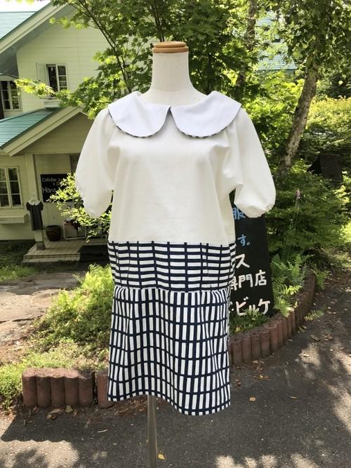 【特別セール】白ブラウス&北欧の格子柄ミニスカートのスタイリッシュなローウエスト風丸襟ワンピース。一点もの